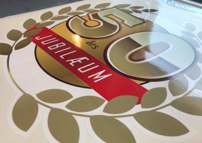 50 års jubilæumsmærke til dekoration i butik