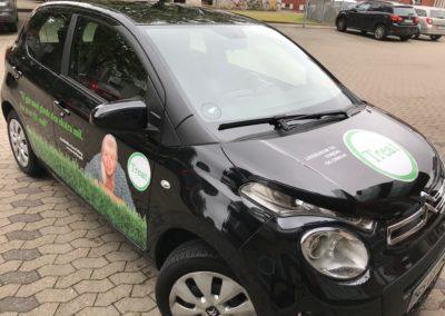 reklame på sort/mørk bil