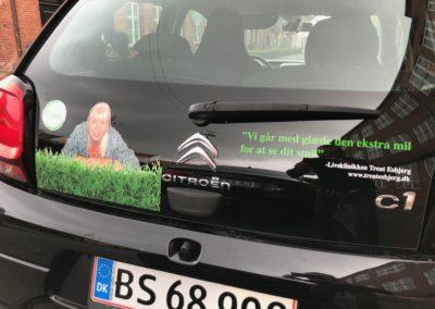 reklame på bagsiden af erhvervsbil