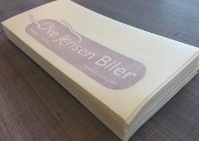 logo-mærker printet og klar til montage