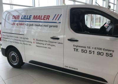 reklame på siden af hvid varevogn