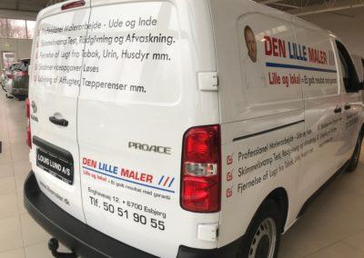 bagside reklame på hvid varevogn