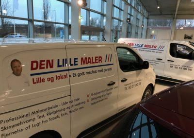 billig reklame monteret på erhvervsvarevogn
