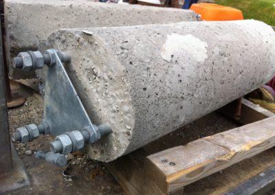 cement cylænder til installation af reklameflag